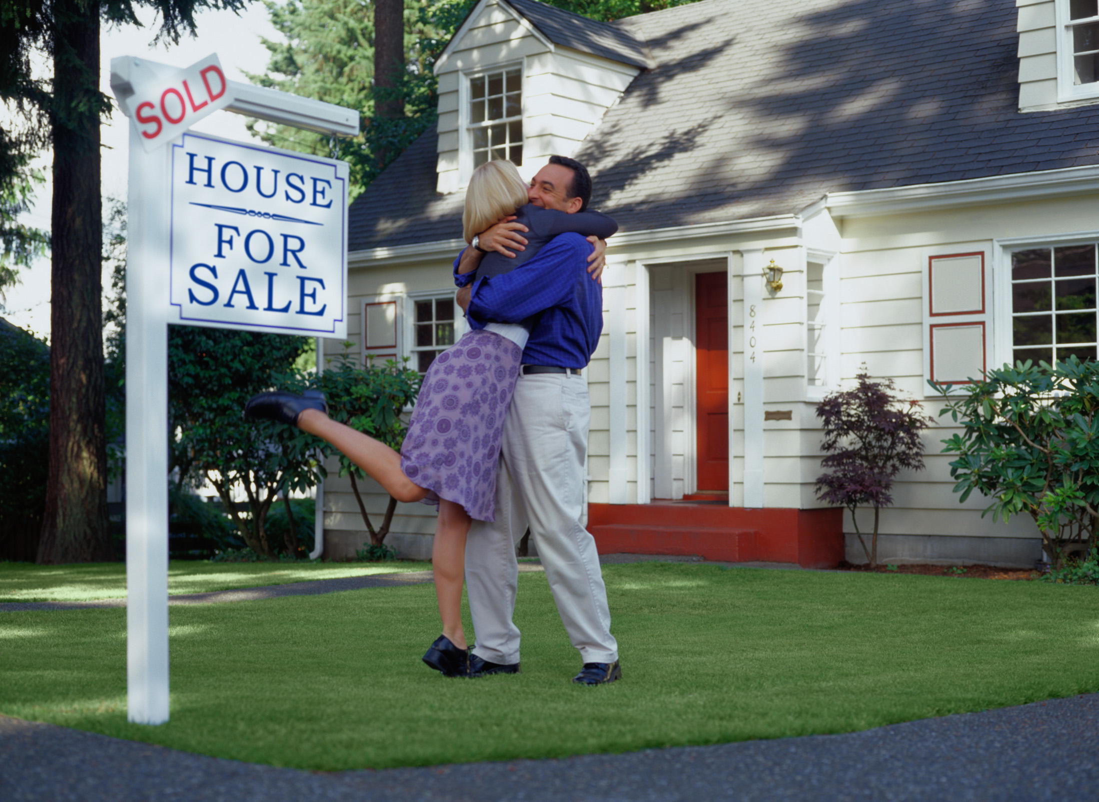 20846-couple-with-sold-sign.jpg