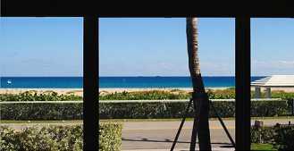 beach_across_the_street_view_from_living_rm_closeup.jpg