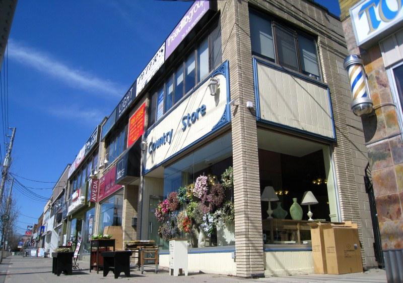 Bayview Avenue Shopping in Leaside