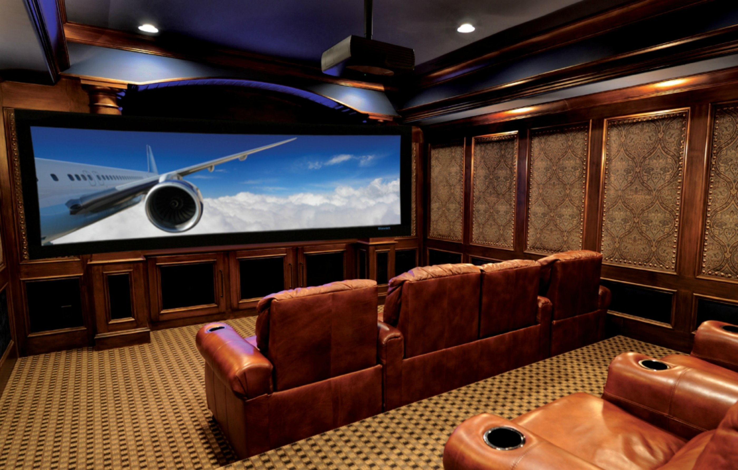 Luxury real estate in for Luxury home theater rooms