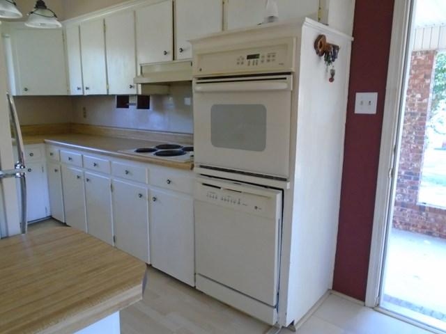 107 LaPort Dr Greenwood SC 29649 kitchen